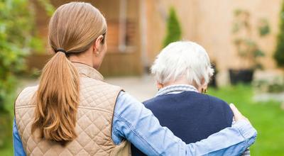 Supporto ai caregiver familiari, arriva un contributo regionale. Stanziati 4 milioni 782 mila euro da destinare a coloro che assistono un loro congiunto malato, disabile o non autosufficiente